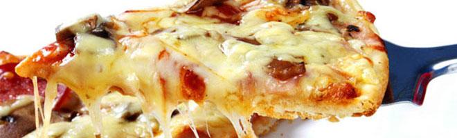 | Pizza mit Geflügel